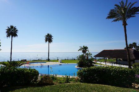 Moderno apartamento en la primera linia de la playa, Mijas Costa, Costa del Sol, España
